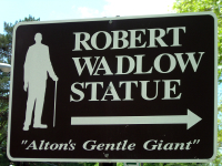 Robert_wadlow_statue_sign_1